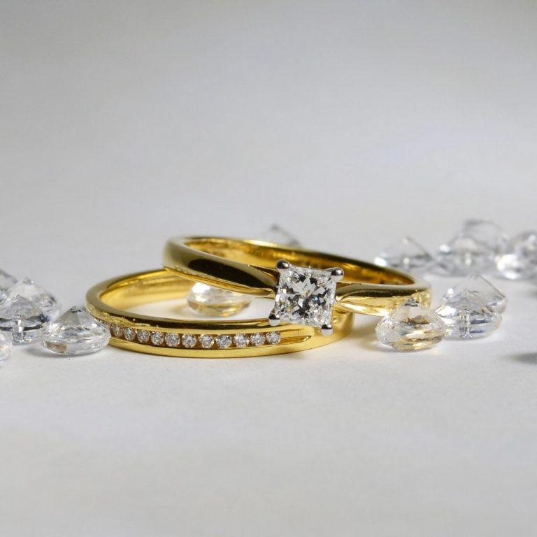 18ct yellow gold princess cut diamond engagement ring