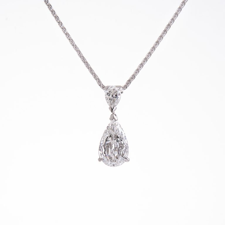 pear-cut-diamond-pendant