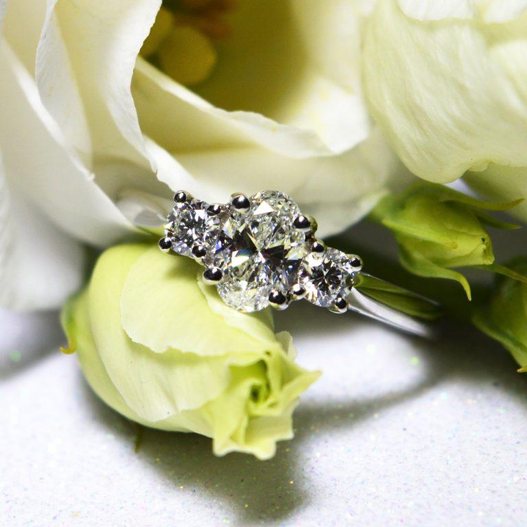 Classic Oval Cut Diamonds Trilogy Ring