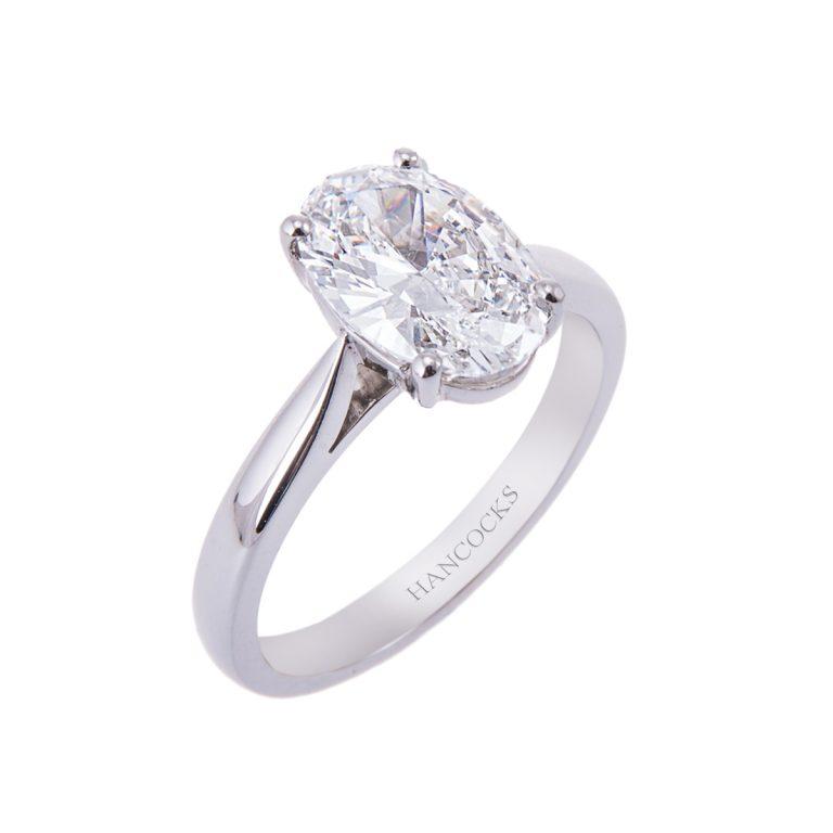 oval-diamond-engagement-ring