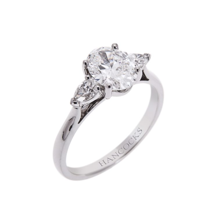 4H 11 oval cut 1.01ct diamond 3 stone engagement ring