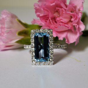 rectangular-aquamarine-and-diamond-dress-ring