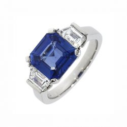 F9_sapphire_and_diamond_3_stone_ring