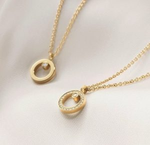 18ct-gold-halo-pendant