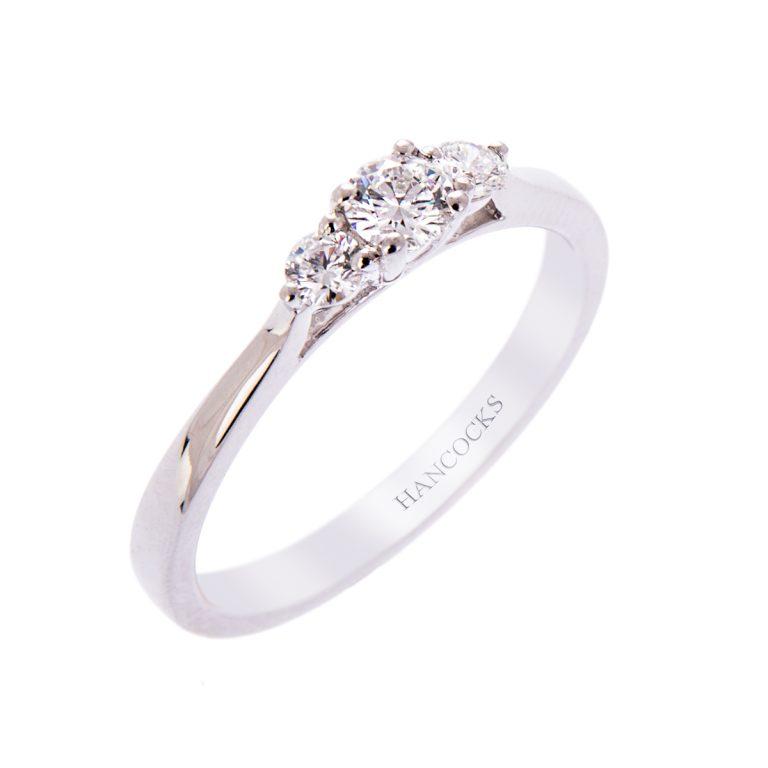 H140920 15 brilliant cut diamond 3 stone ring claw set