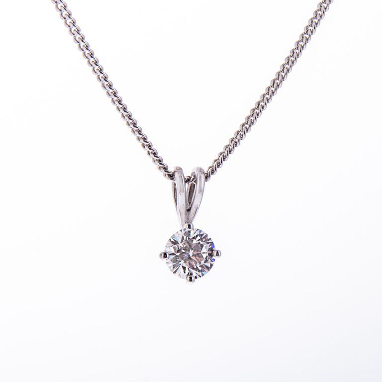 H140920 64 brilliant cut diamond pendant