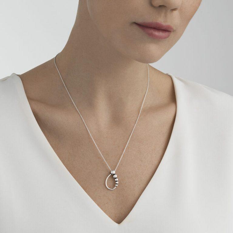 OnModel__10014436 GRAPE pendant silver
