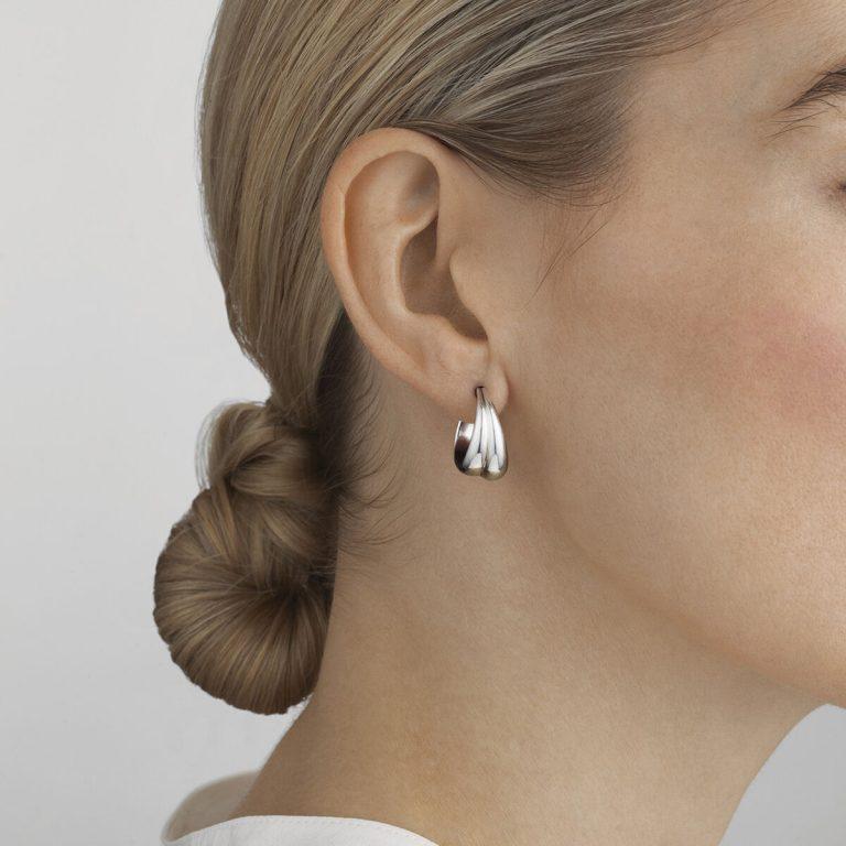 OnModel__10017502 CURVE medium earrings silver