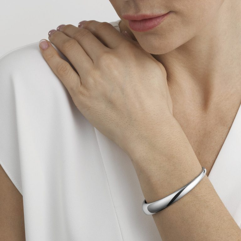 OnModel__20000027 CURVE SMALL BANGLE