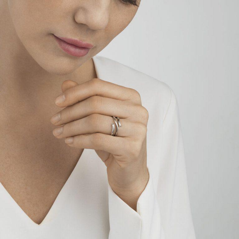 OnModel__3569760 MAGIC ring diamond white gold