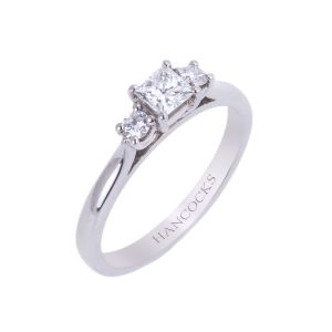 d-clour-certificated-princess-cut-diamond-3-stone-ring