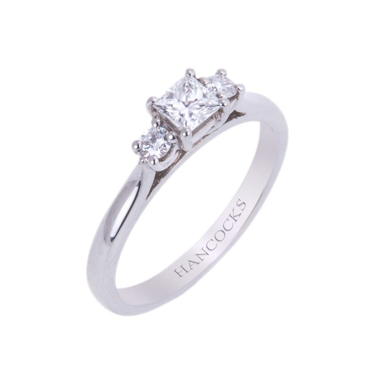 d-clour-certificated-princess-cut-diamond-3-stone-ring