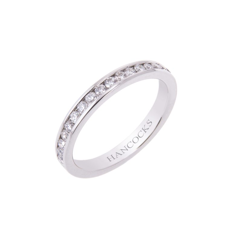 beautiful-platinum-diamond-set-wedding-ring-for-her