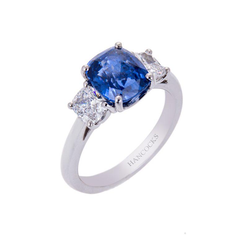 cushion cut sapphire ring H1910 63