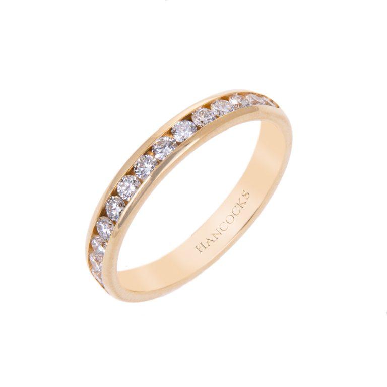 brilliant-cut-diamond-wedding-ring-for-her