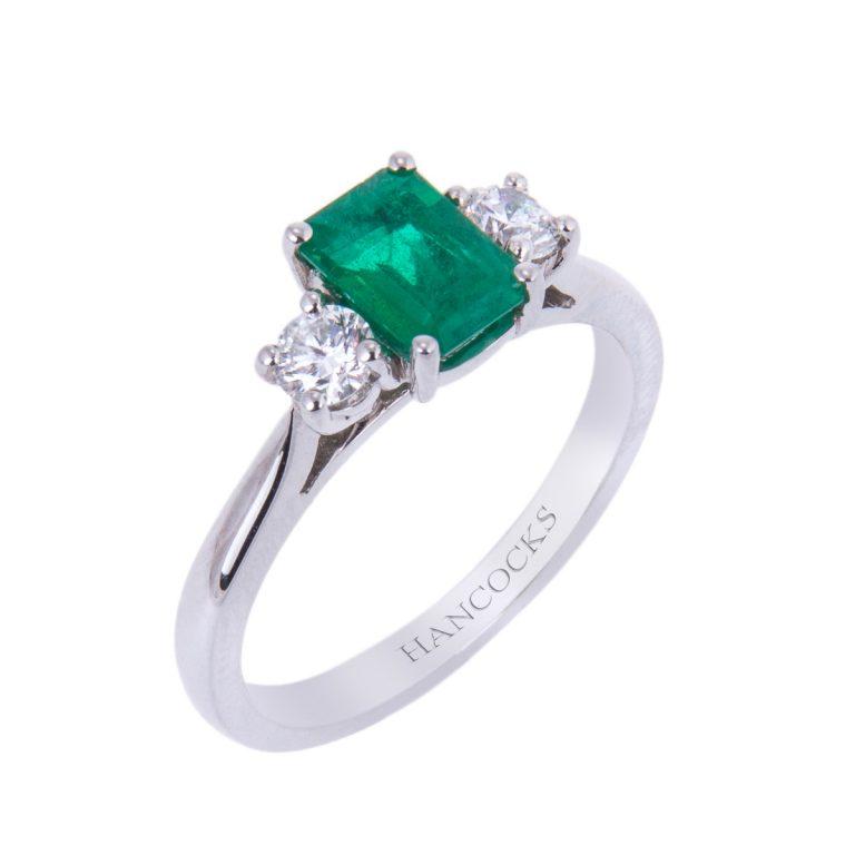emerald and brilliant cut diamond trilogy ring HA 38 (1)