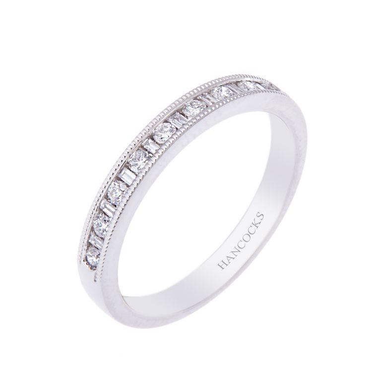 fine platinum wedding ring H1200 66