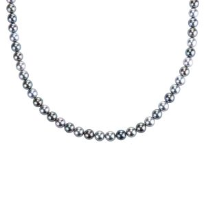 long-strand-of-tahitian-pearls