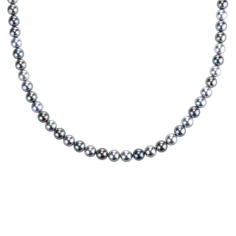 long-strand-of-tahitian-pearls