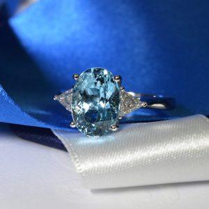 aquamarine-and-diamond-3-stone-claw-set-ring