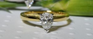pear-cut-diamond-single-stone-ring