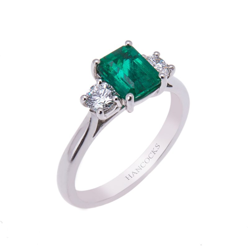 1.00ct-emerald-and-brilliant-cut-diamond-trilogy-ring