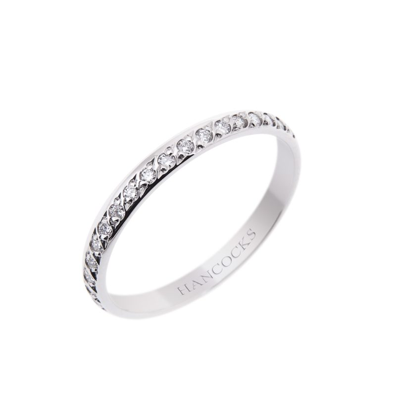 platinum-wedding-band-with-brilliant-cut-diamonds
