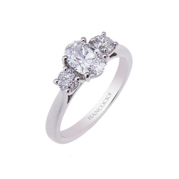 oval-diamond-3-stone-ring-in-platinum-claw-setting