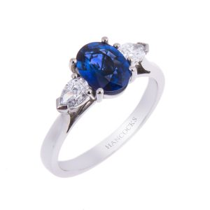 oval-sapphire-and-diamond-3-stone-ring