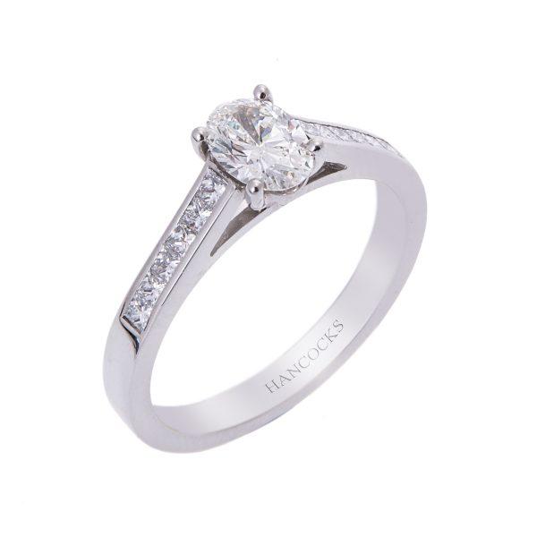 oval diamond-single stone ring